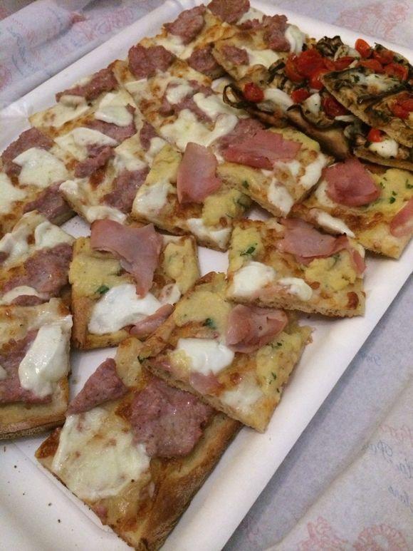 For dinner, pizza!